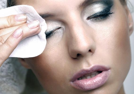 Как снимать косметику с лица