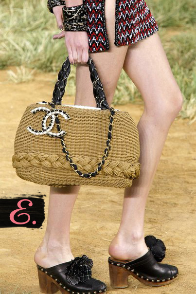 Соломенная сумка: Chanel